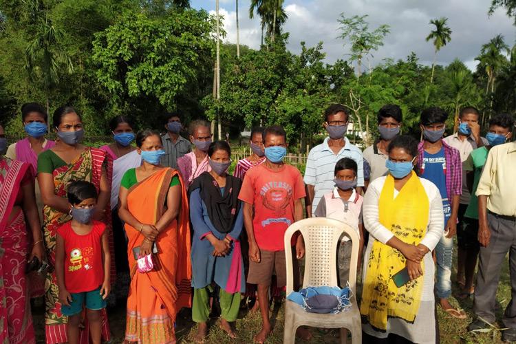 Arbeiter-Familien mit Masken